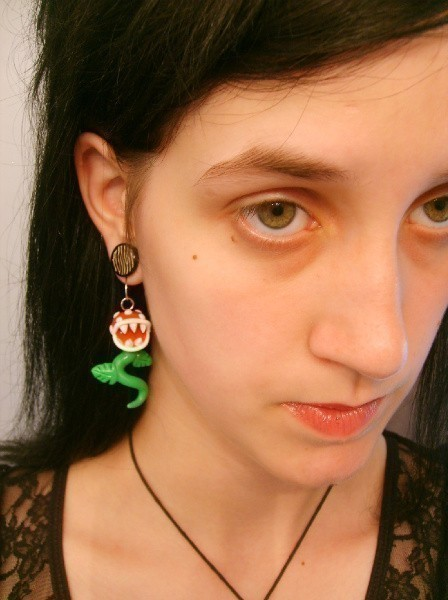 How to Wear Piranha Plants Earrings