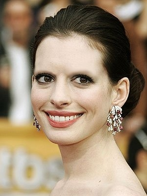 Celebrities Without Eyebrows Anne Hathaway