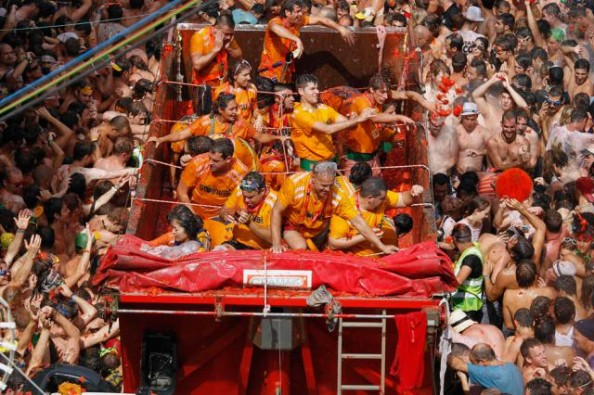 Tomatina Throwing Tomatoes Festival Spain Bunol Valencia 1