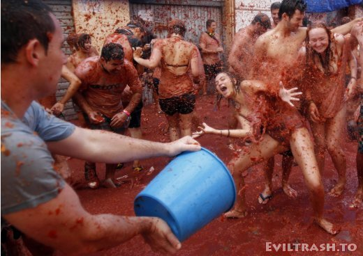 Tomatina Throwing Tomatoes Festival Spain Bunol Valencia 14