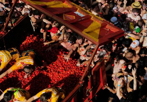 Tomatina Throwing Tomatoes Festival Spain Bunol Valencia 3