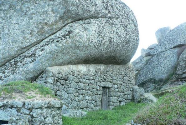 Monsanto village built among rocks Portugal 2
