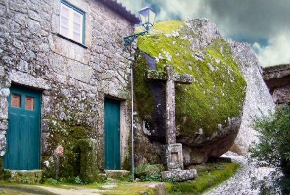 Monsanto village built among rocks Portugal 5