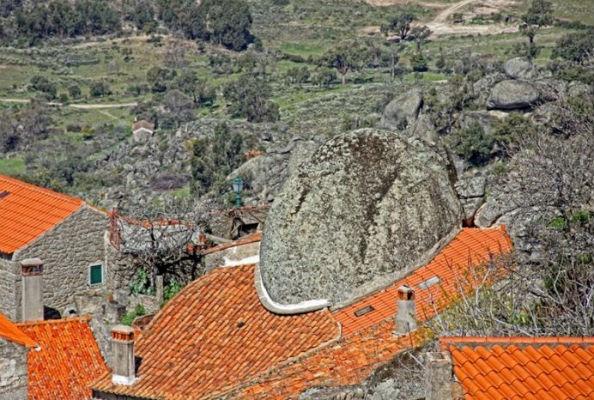 Monsanto village built among rocks Portugal 6