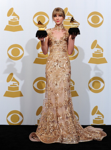 Taylor Swift in Zuhair Murad at the 2012 Grammy Awards