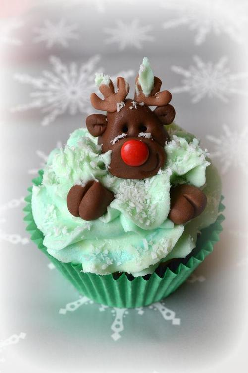 Christmas Cupcakes and Best Holiday Wishes from Mole Empire 8