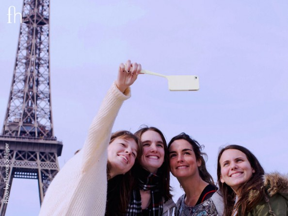 Fonhandle_Group_Women_Paris_Eiffel