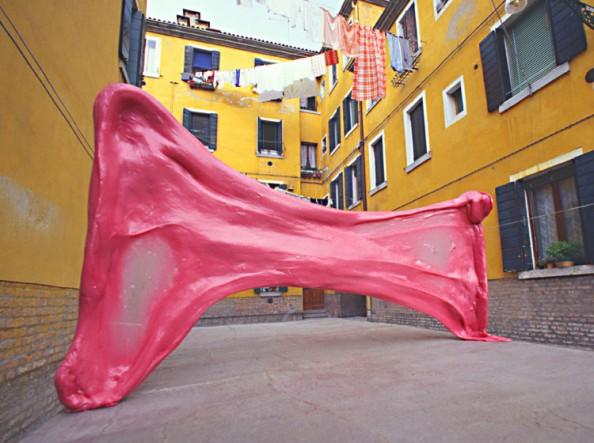 Simone Decker Chewing in Venice 1