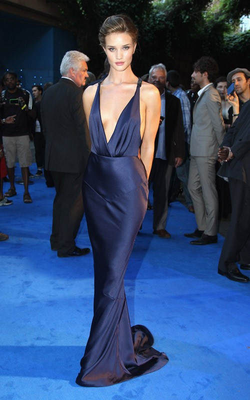 Rosie Huntington-Whiteley wearing Burberry at the London premiere