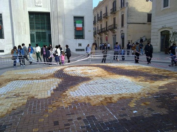 Mona Lisa mosaic made of toast by Laura Hadland in Italy
