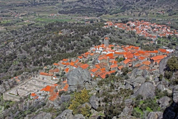Monsanto village built among rocks Portugal 1
