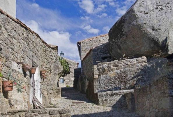 Monsanto village built among rocks Portugal 3