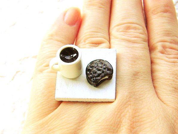 Coffee Mug With Chocolate Cookie Ring