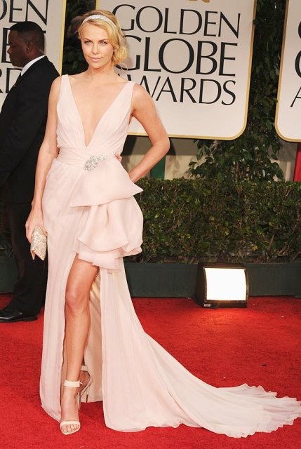 Charlize Theron in Dior Couture Golden Globes 2012