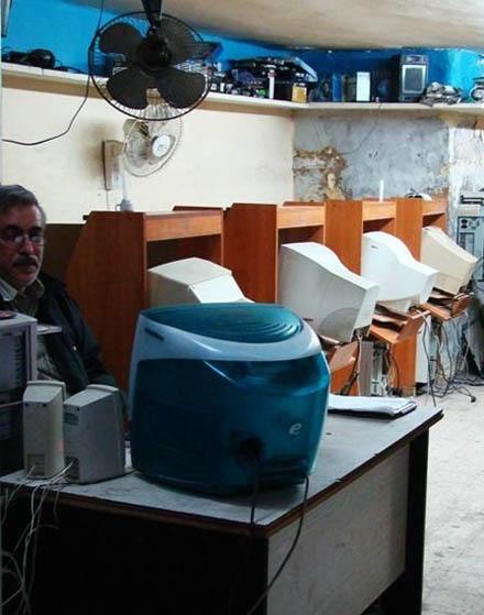 Stylish Cybercafes Around the World tv