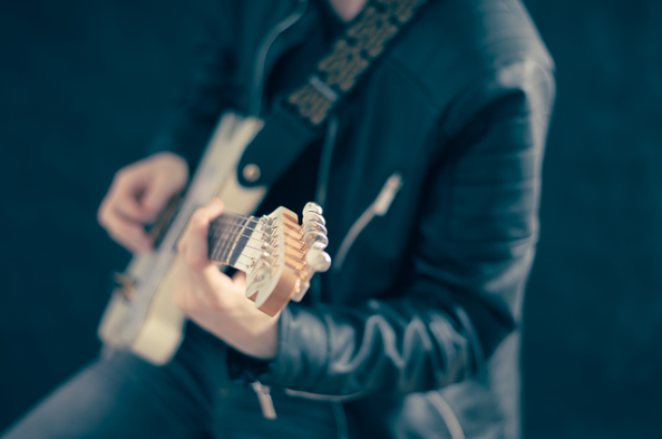 guitarist cover singer