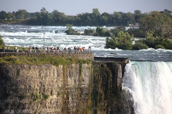 Niagara Falls Border